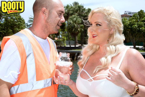 Blonde BBW Holly Wood seduces guy that was looking for something cold to drink