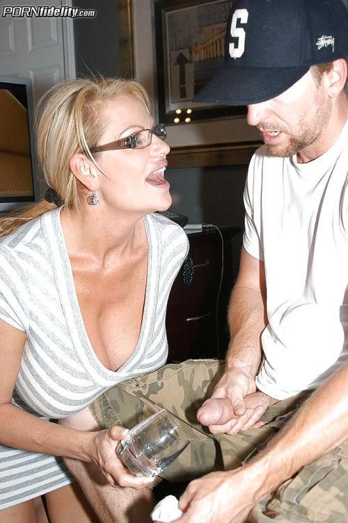 Big tits mature lady Brandi Love has fun with her girlfriend