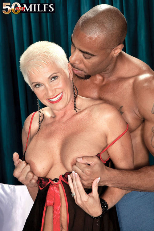 Trinity Powers delights with endless inches of black cock in her mature pussy