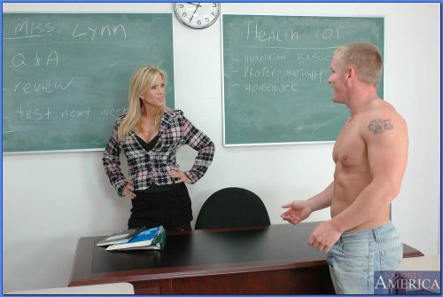 Mature teacher with shapely big tits Amber Lynn having sex with a stud